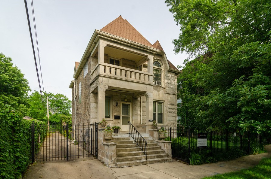 Real Estate Photography - 4900 N Glenwood Ave, Chicago, IL, 60640 - Front View