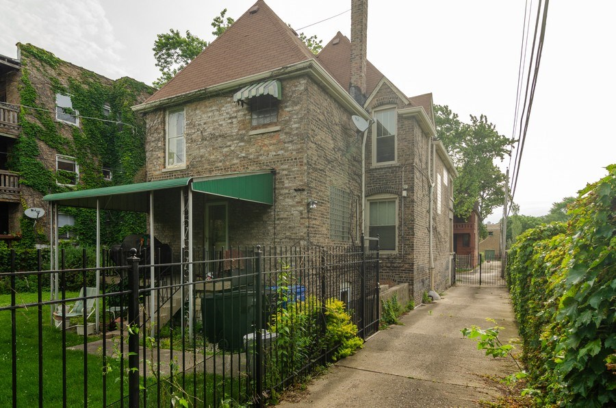 Real Estate Photography - 4900 N Glenwood Ave, Chicago, IL, 60640 - Rear View