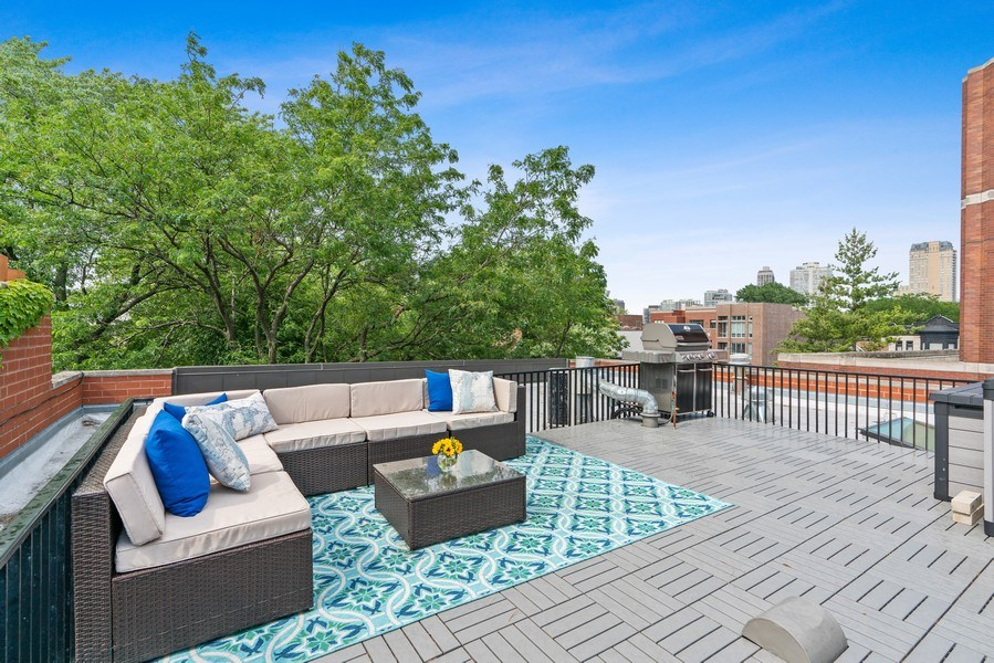 Real Estate Photography - 815 W Altgeld, Unit 2N, Chicago, IL, 60614 - Roof Deck