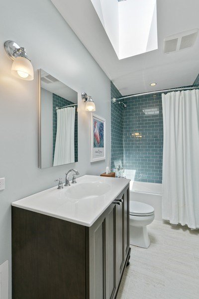 Real Estate Photography - 815 W Altgeld, Unit 2N, Chicago, IL, 60614 - 2nd Bathroom