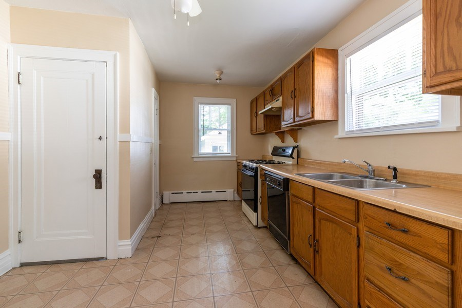 Real Estate Photography - 1624 Hyde Park Ave, Waukegan, IL, 60085 - Kitchen