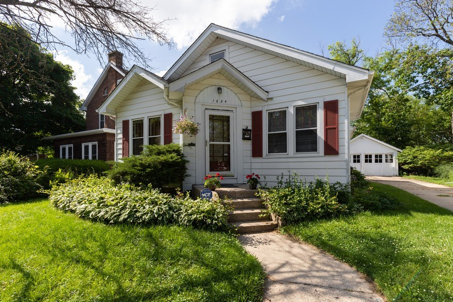 Real Estate Photography - 1624 Hyde Park Ave, Waukegan, IL, 60085 - Front View