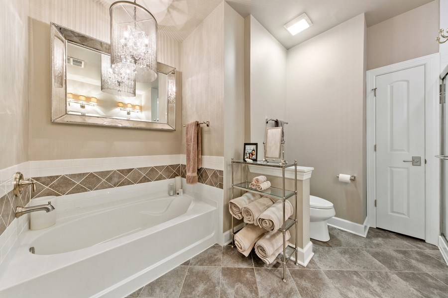 Real Estate Photography - 7 E Kennedy Ln, unit 303, Hinsdale, IL, 60521 - Master Bathroom