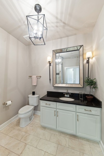 Real Estate Photography - 7 E Kennedy Ln, unit 303, Hinsdale, IL, 60521 - Bathroom