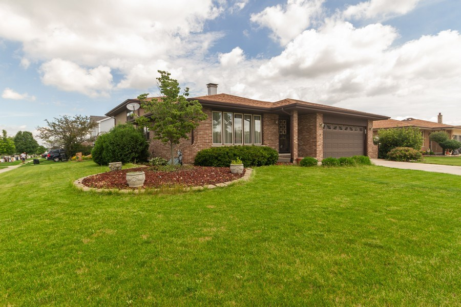 Real Estate Photography - 1830 Nottingham, Tinley Park, IL, 60477 - Front View