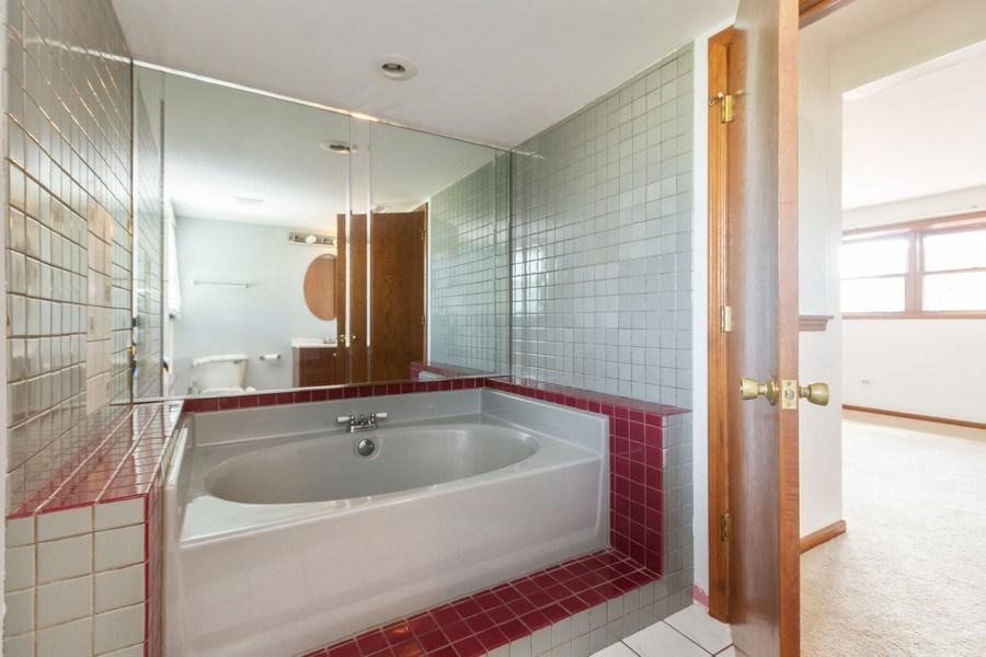 Real Estate Photography - 1830 Nottingham, Tinley Park, IL, 60477 - 2nd Bathroom