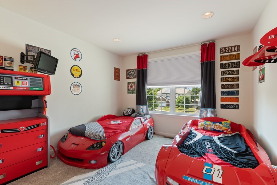 Real Estate Photography - 1375 Kensington Ct, Glenview, IL, 60025 - 3rd Bedroom