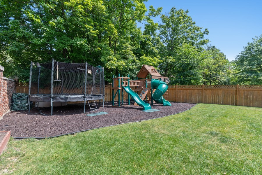 Real Estate Photography - 1375 Kensington Ct, Glenview, IL, 60025 - Back Yard