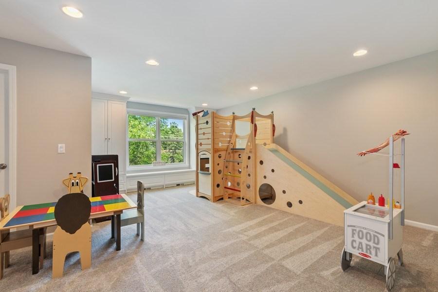 Real Estate Photography - 1375 Kensington Ct, Glenview, IL, 60025 - Loft