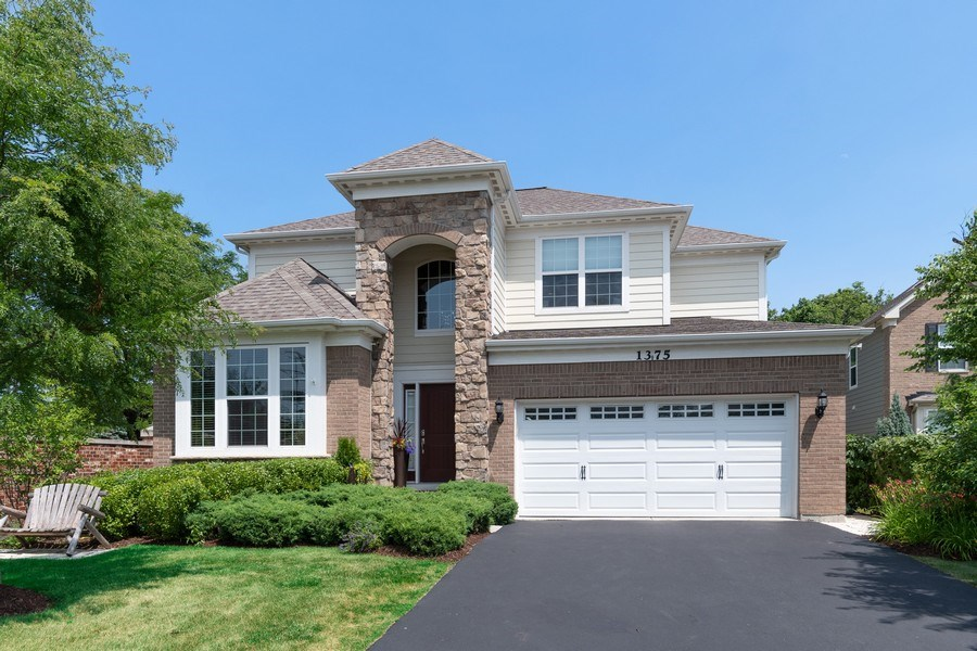 Real Estate Photography - 1375 Kensington Ct, Glenview, IL, 60025 - Front View