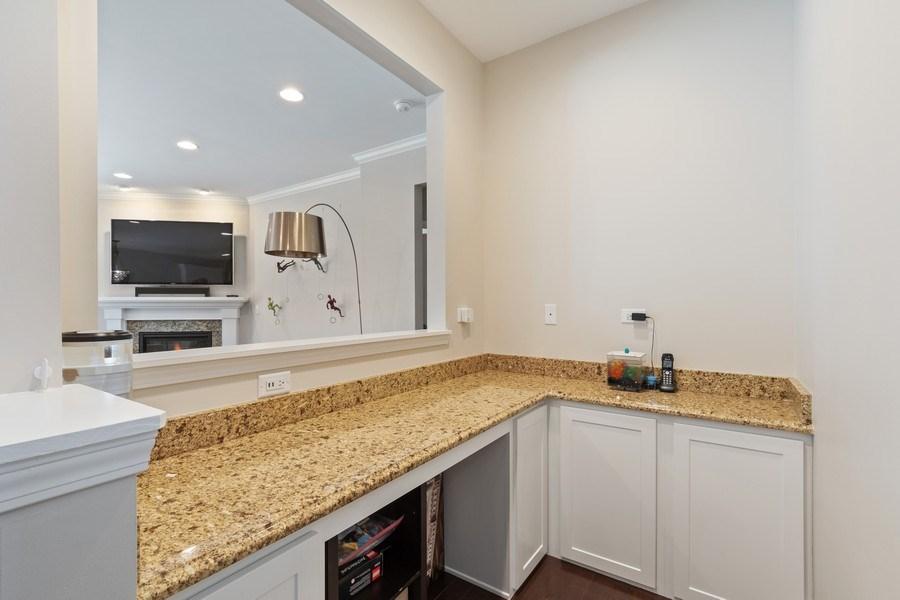 Real Estate Photography - 1375 Kensington Ct, Glenview, IL, 60025 - Bar