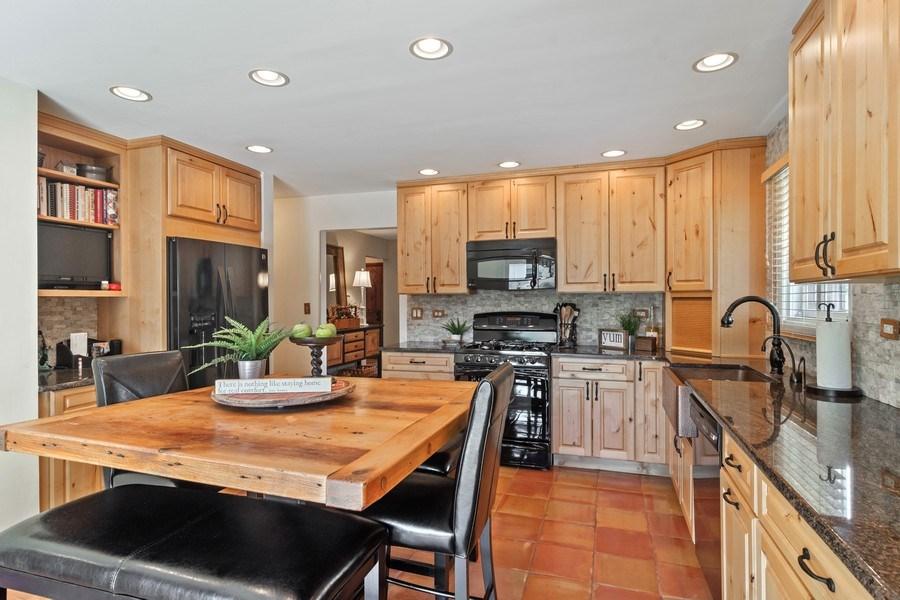 Real Estate Photography - 3623 Keenan Lane, Glenview, IL, 60025 - Kitchen