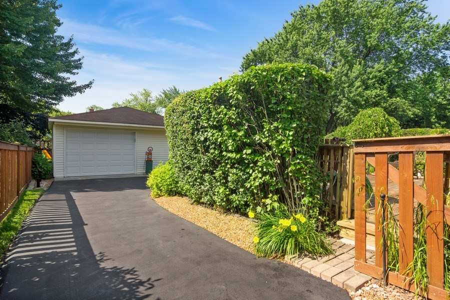 Real Estate Photography - 3623 Keenan Lane, Glenview, IL, 60025 - Garage