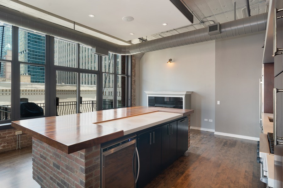 Real Estate Photography - 333 W Hubbard #510, Chicago, IL, 60654 -
