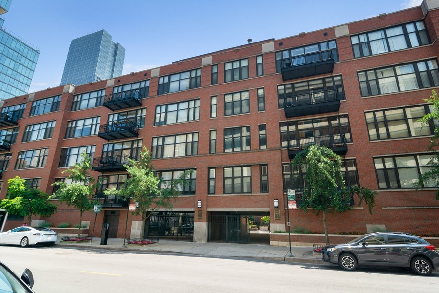 Real Estate Photography - 333 W Hubbard #510, Chicago, IL, 60654 - Front View