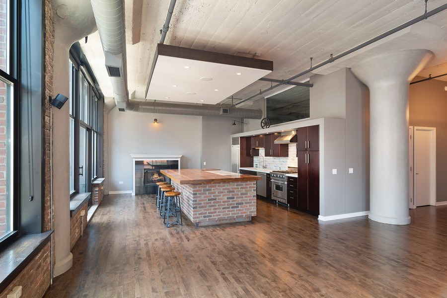 Real Estate Photography - 333 W Hubbard #510, Chicago, IL, 60654 - Kitchen / Dining Room