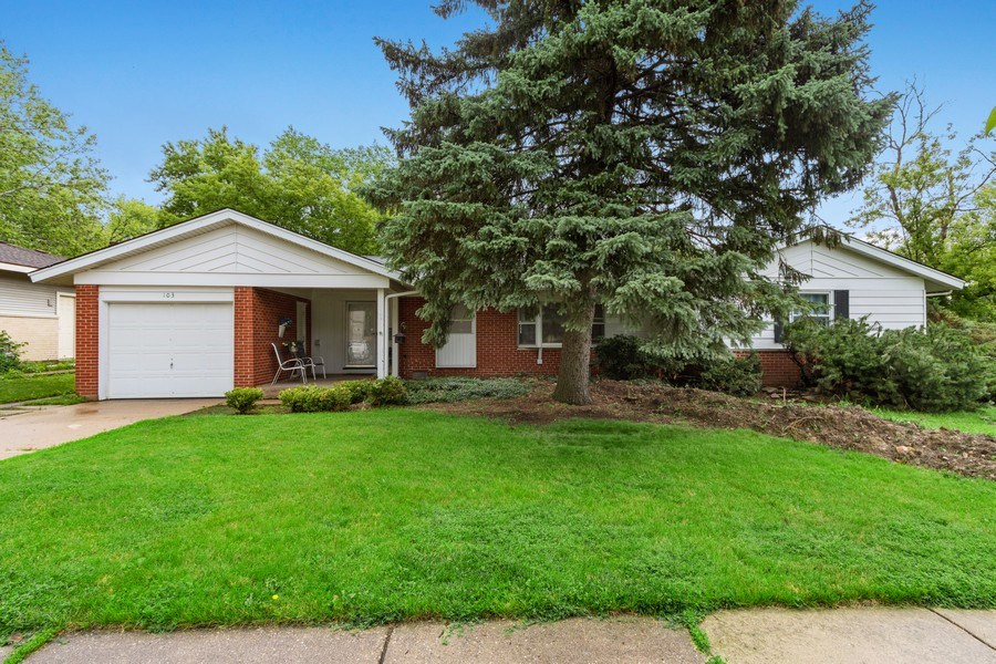 Real Estate Photography - 103 Wildwood Rd, Elk Grove Village, IL, 60007 - Front View
