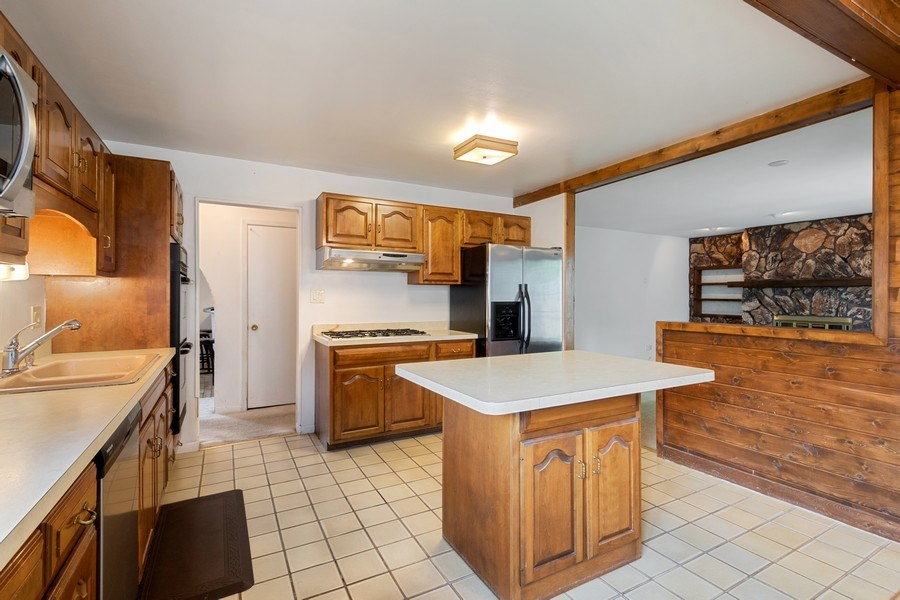 Real Estate Photography - 103 Wildwood Rd, Elk Grove Village, IL, 60007 - Kitchen/Living