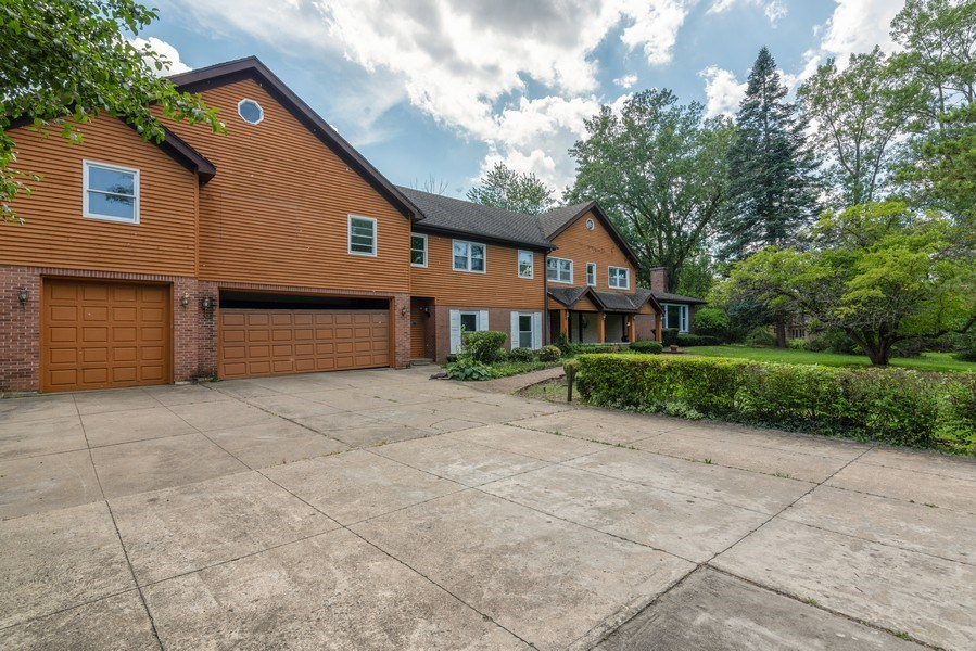 Real Estate Photography - 2150 New Willow Road, Northfield, IL, 60093 - Front View