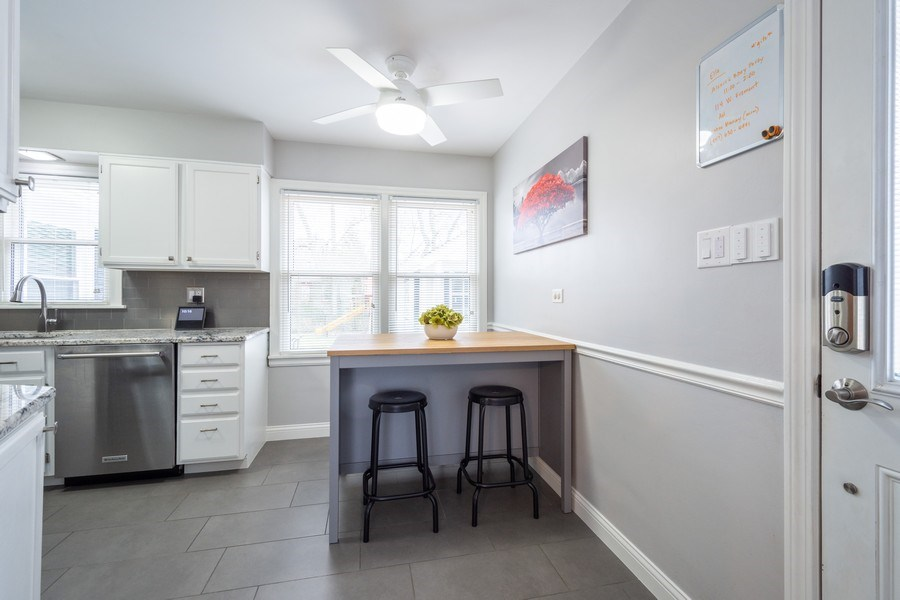 Real Estate Photography - 605 S Mitchell Ave, Arlington Heights, IL, 60005 - Kitchen