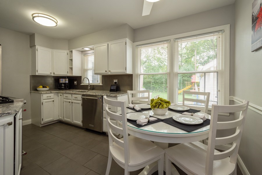 Real Estate Photography - 605 S Mitchell Ave, Arlington Heights, IL, 60005 - Kitchen / Breakfast Room