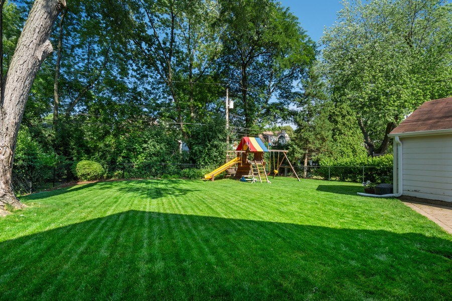 Real Estate Photography - 605 S Mitchell Ave, Arlington Heights, IL, 60005 - Back Yard