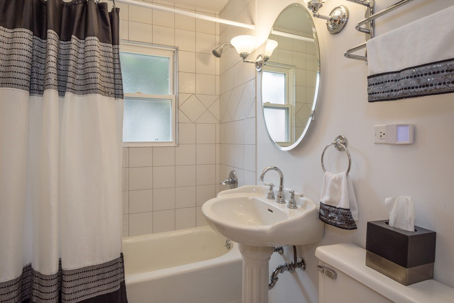 Real Estate Photography - 605 S Mitchell Ave, Arlington Heights, IL, 60005 - 2nd Bathroom