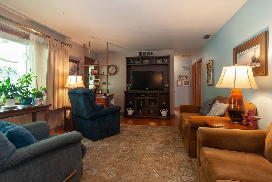 Real Estate Photography - 801 Whitlock, Aurora, IL, 60506 - Living Room