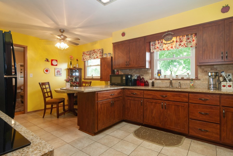 Real Estate Photography - 801 Whitlock, Aurora, IL, 60506 - Kitchen / Breakfast Room