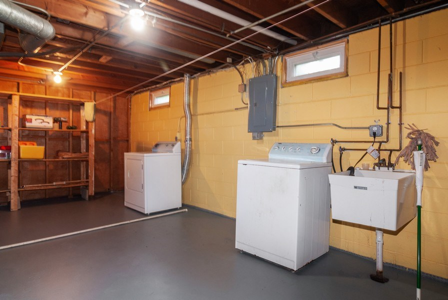 Real Estate Photography - 801 Whitlock, Aurora, IL, 60506 - Laundry Room