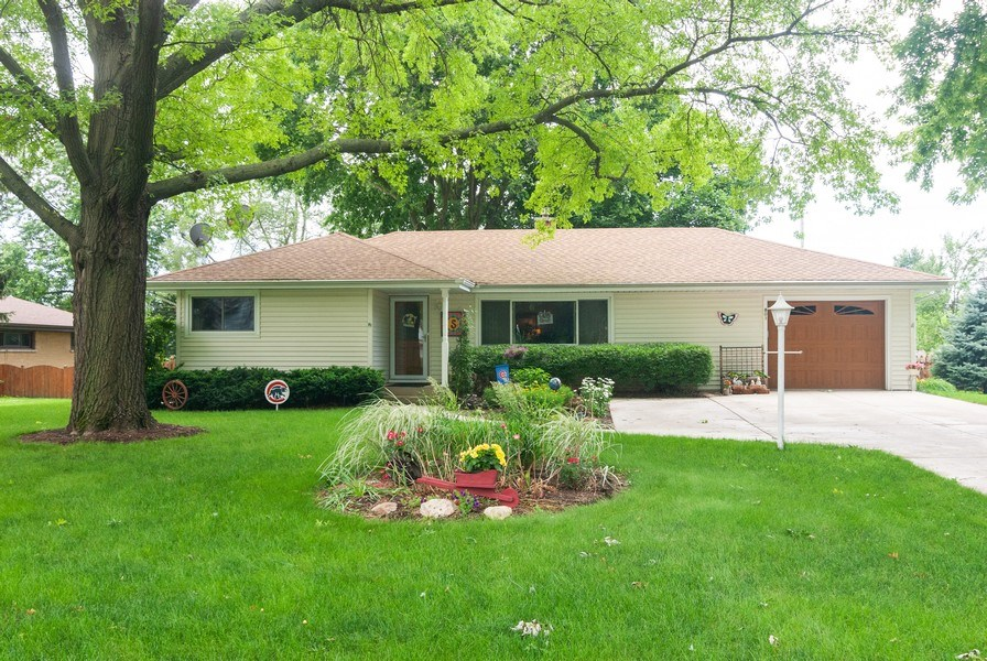 Real Estate Photography - 801 Whitlock, Aurora, IL, 60506 - Front View
