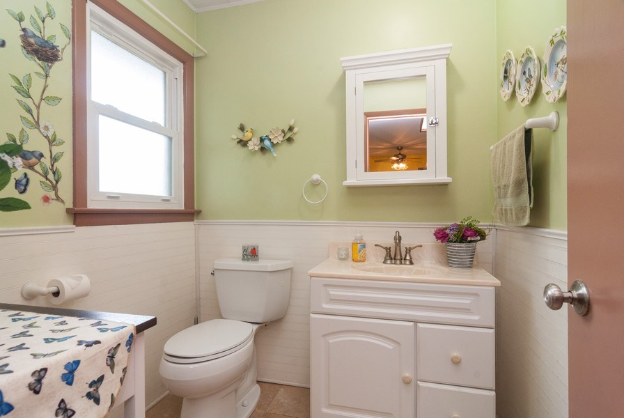 Real Estate Photography - 801 Whitlock, Aurora, IL, 60506 - Bathroom