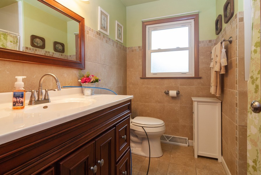 Real Estate Photography - 801 Whitlock, Aurora, IL, 60506 - 2nd Bathroom