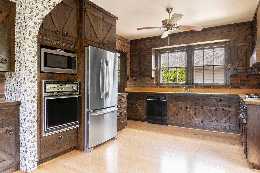 Real Estate Photography - 421 Courtland, Park Ridge, IL, 60068 - Kitchen