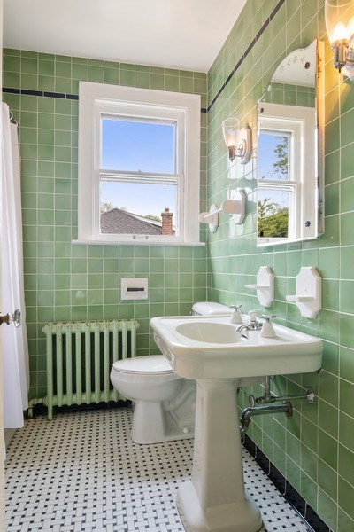 Real Estate Photography - 421 Courtland, Park Ridge, IL, 60068 - Bathroom
