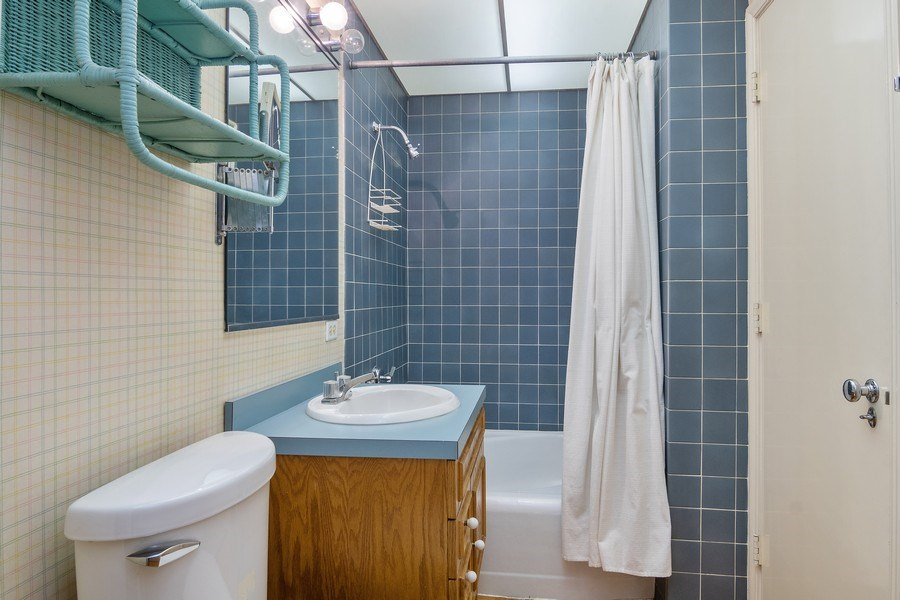 Real Estate Photography - 421 Courtland, Park Ridge, IL, 60068 - 2nd Bathroom