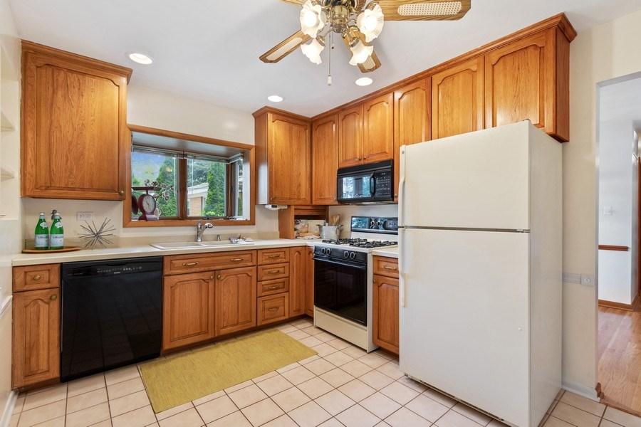 Real Estate Photography - 530 Cambridge Rd, Des Plaines, IL, 60016 - Kitchen