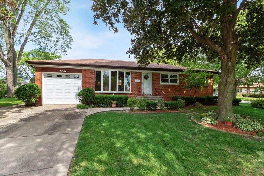 Real Estate Photography - 530 Cambridge Rd, Des Plaines, IL, 60016 - Front View
