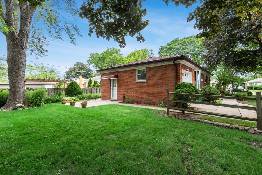 Real Estate Photography - 530 Cambridge Rd, Des Plaines, IL, 60016 - Side View