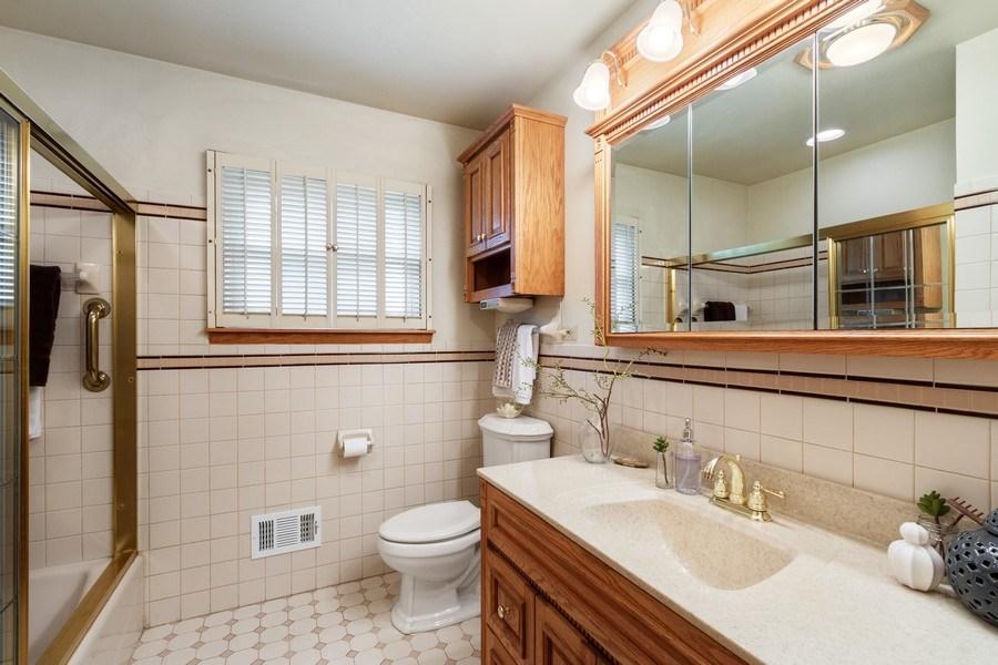 Real Estate Photography - 530 Cambridge Rd, Des Plaines, IL, 60016 - Bathroom