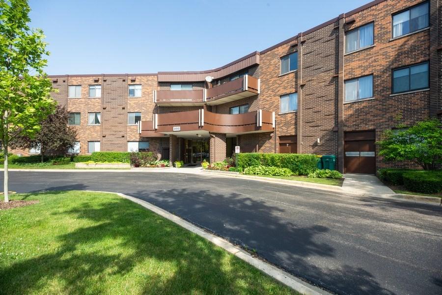 Real Estate Photography - 898 Wellington Ave, #209, Elk Grove Village, IL, 60007 - Front View