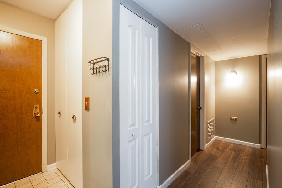 Real Estate Photography - 898 Wellington Ave, #209, Elk Grove Village, IL, 60007 - Hallway