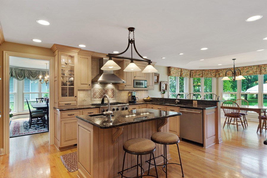 Real Estate Photography - 730 E Hawthorne, Arlington Heights, IL, 60004 - Kitchen / Breakfast Room