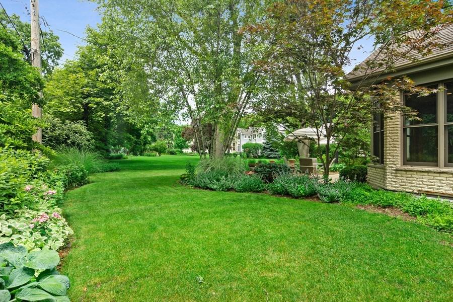 Real Estate Photography - 730 E Hawthorne, Arlington Heights, IL, 60004 - Side Yard