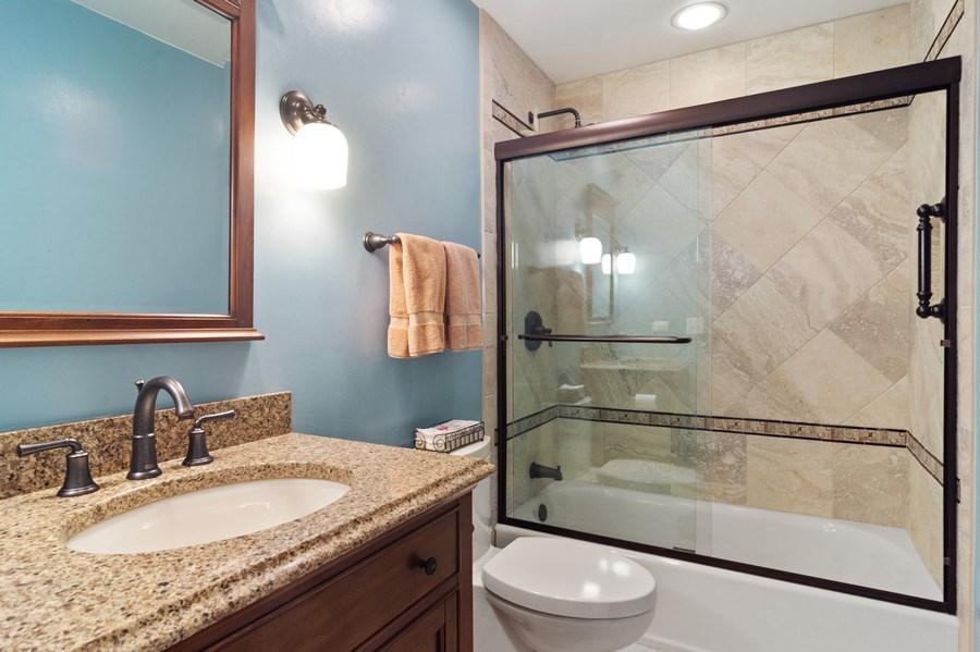 Real Estate Photography - 730 E Hawthorne, Arlington Heights, IL, 60004 - FULL Bathroom on Main Floor