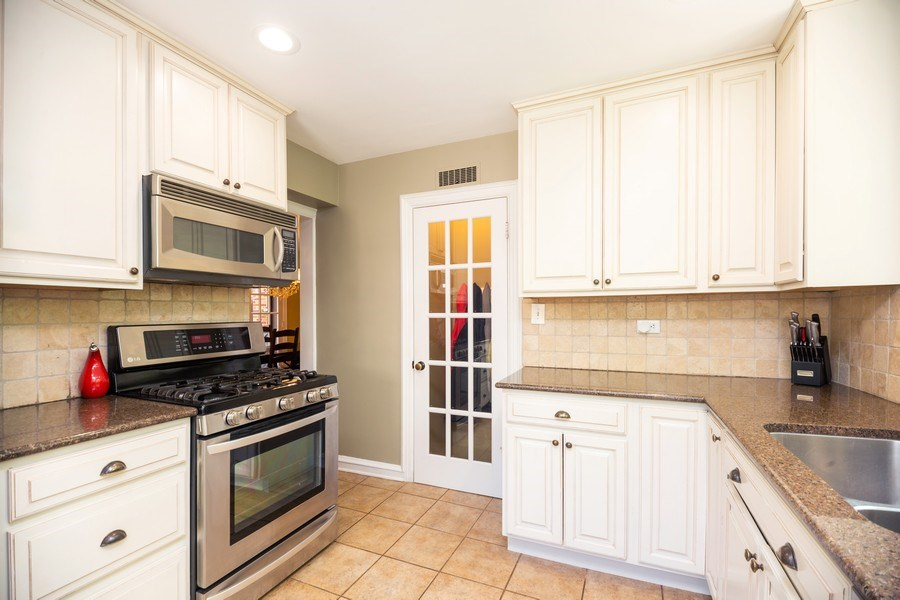 Real Estate Photography - 617 S Belmont Ave, Arlington Heights, IL, 60005 - Kitchen