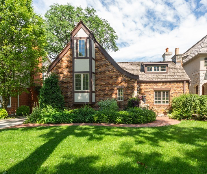 Real Estate Photography - 617 S Belmont Ave, Arlington Heights, IL, 60005 - Front View