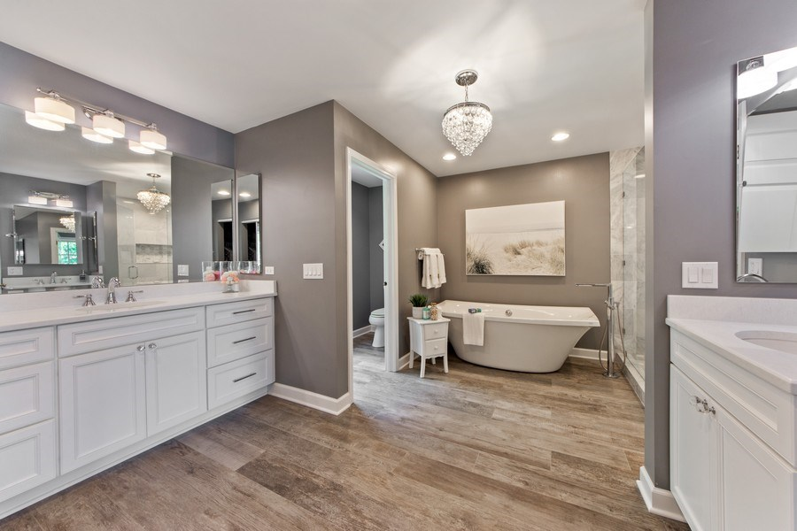 Real Estate Photography - 2162 N Charter Point, Arlington Heights, IL, 60004 - Master Bathroom