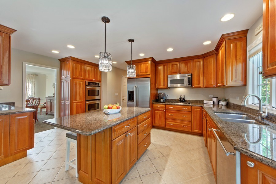 Real Estate Photography - 2162 N Charter Point, Arlington Heights, IL, 60004 - Kitchen