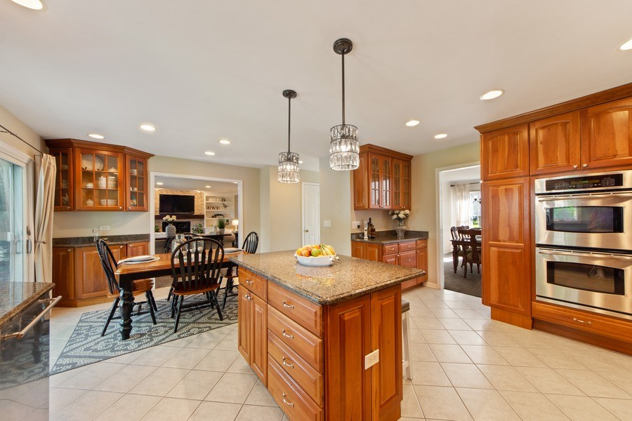 Real Estate Photography - 2162 N Charter Point, Arlington Heights, IL, 60004 - Kitchen / Breakfast Room